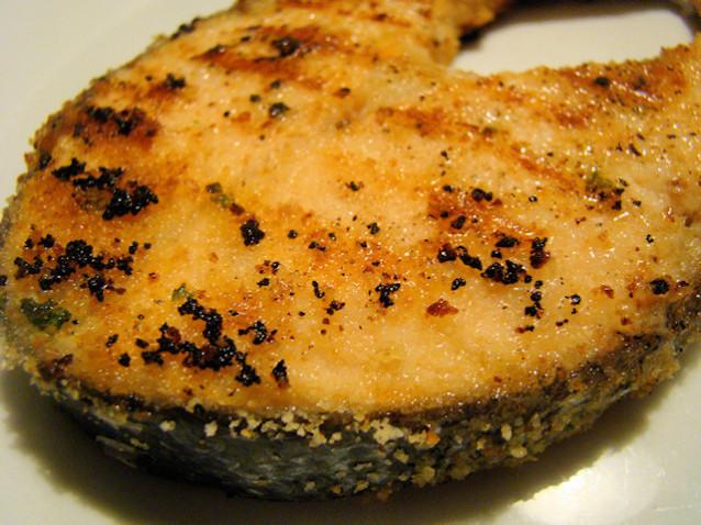 Fette di salmone impanate alla griglia