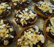 Biscotti al vincotto con gocce di cioccolato