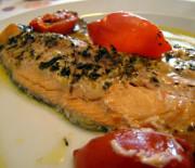 Filetti di trota salmonata con pomodorini cotti al forno