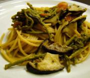 Spaghetti integrali con funghi e asparagi